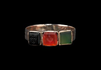 Finger ring. Rose gold, coloured stones | © Photo: Swiss National Museum