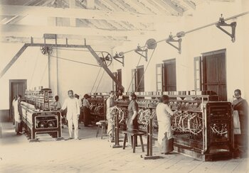Weaving mill in Kozhikode (Calicut), Kerala, late 19th century. | © Archive of the Basel Mission, Basel (QU-30.016.0045)